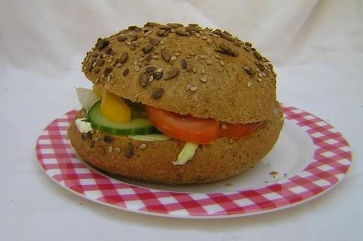 Volkorenbol kip/kerrie salade - Graaggedaan