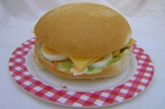 Italiaanse bol wit met salami - Graaggedaan