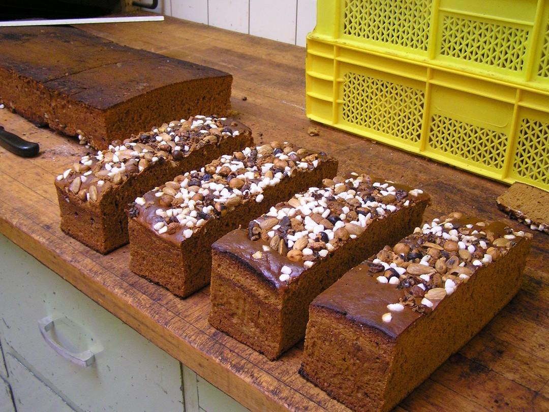 Ontbijtkoek met noten en kandij - Graaggedaan